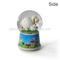 2018 custom made plastic musical snow globe