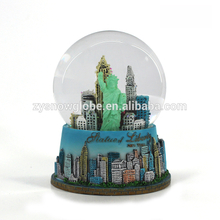 2018 The Statue of Liberty snow globe