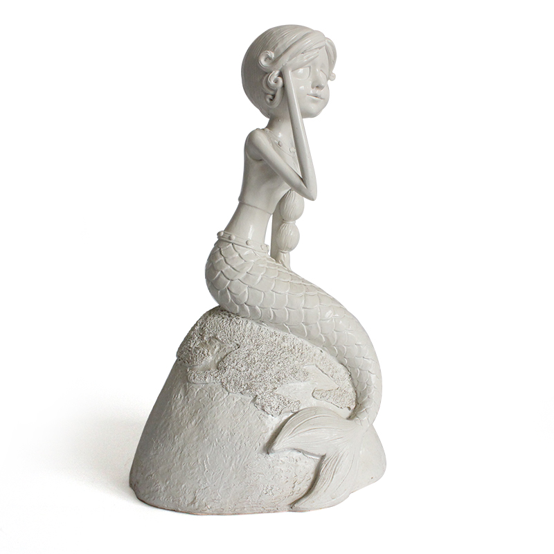Hotsale resin elegant poses female overlooking white base mermaid statue