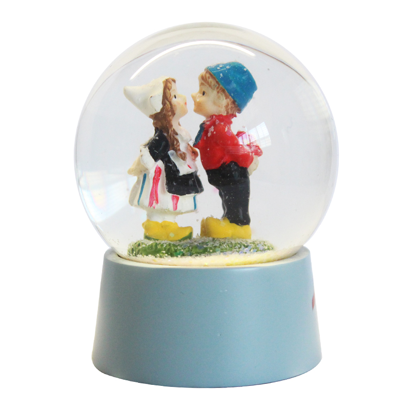 custom resin valentine c romantic human couple kiss blue base snow globe